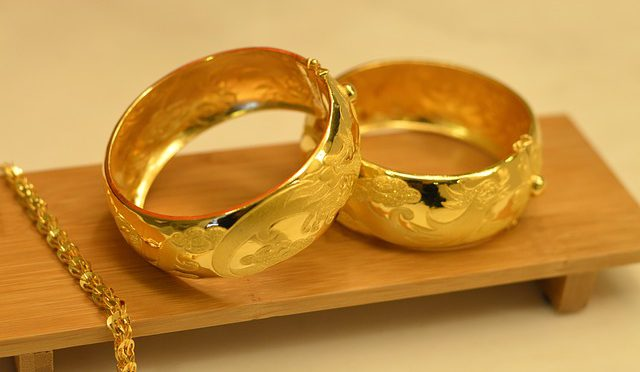 Comment acheter les bijoux en or?